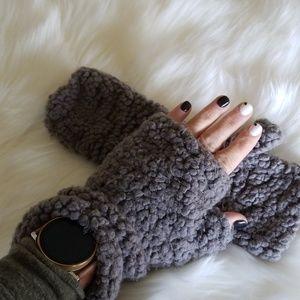 Fingerless soft gray gloves